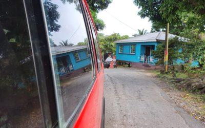 Mit dem Bus durch Grenada, mit der Machete durch den Wald